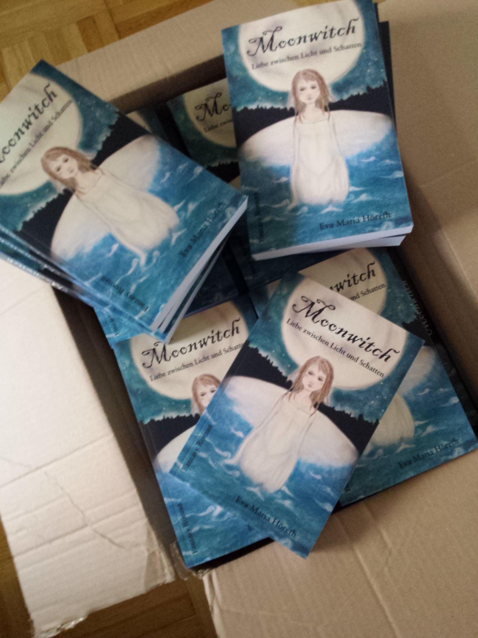 Kiste voll mit Moonwitch-Taschenbüchern
